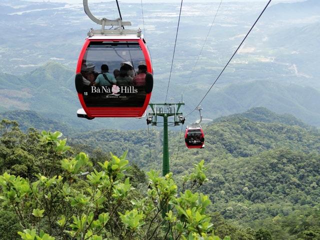Đi cáp treo một dây dài nhất thế giới tại Bà Nà Hills (Ảnh ST)