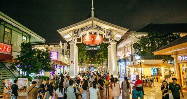 Khung cảnh đông đúc nhộn nhịp của chợ đêm Asiatique (Ảnh ST)