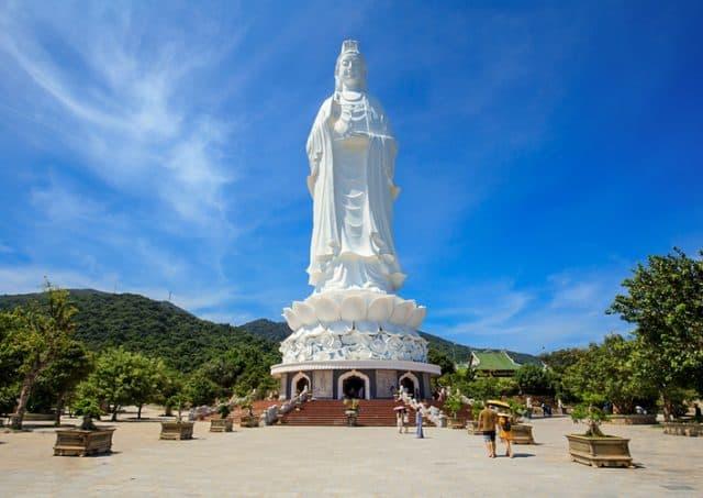 Tượng Quan Thế Âm cao 67 mét tại chùa Linh Ứng (Ảnh ST)