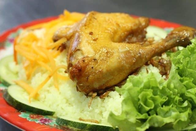 Cơm gà cũng là món ăn không nên bỏ qua khi tới Đà Nẵng (Ảnh ST)