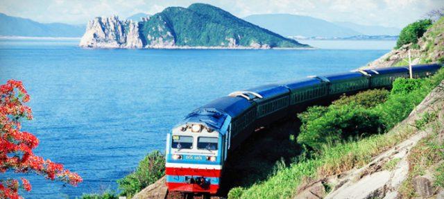 Tàu hỏa cũng là lựa chọn khá thú vị để tới Đà Nẵng (Ảnh ST)