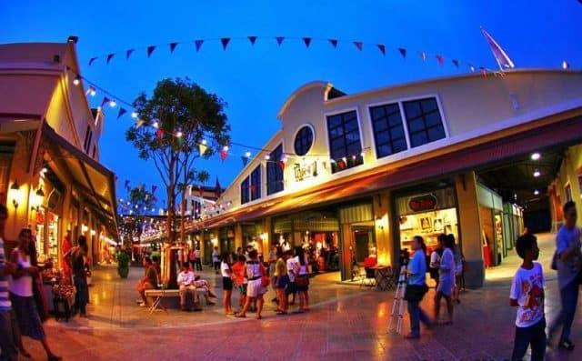 Khu chợ lung linh khi lên đèn vào buổi tối (Ảnh ST)