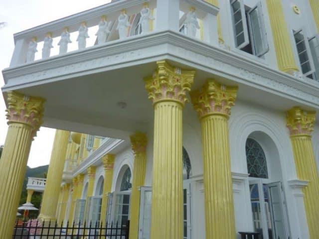 Những cột trụ được trang trí rất tỉ mỉ (Ảnh ST)