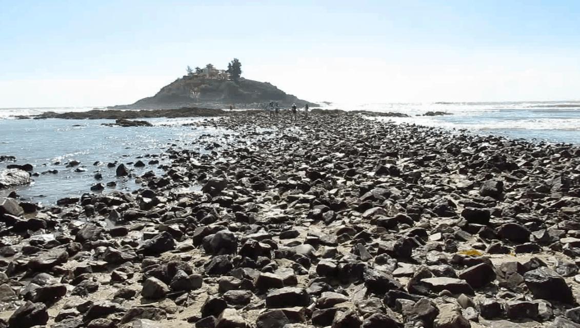 Đường ra đảo Hòn Bà