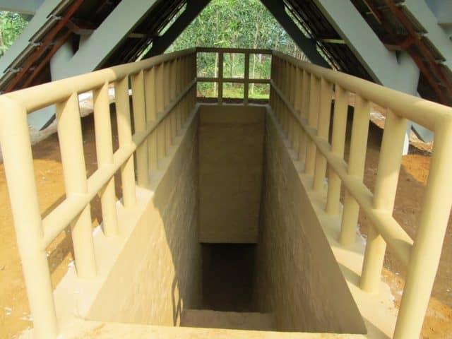 Lối xuống địa đạo được xây khá nhỏ và hẹp (Ảnh ST)