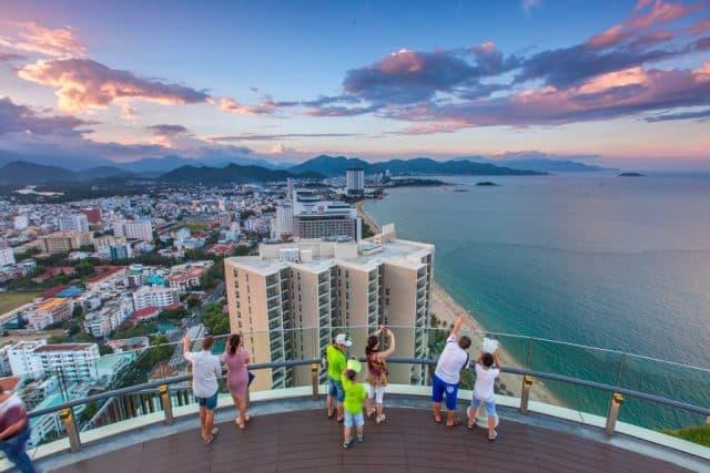 Lên tầng cao nhất của toàn nhà và bạn có thể thấy toàn cảnh thành phố (Ảnh ST)
