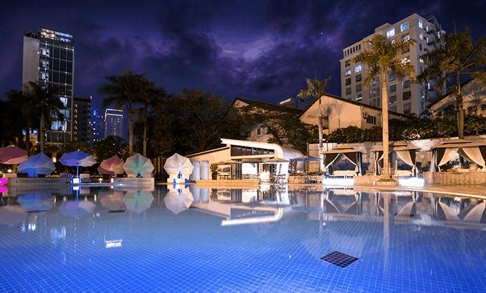 Hình ảnh bể bơi ngoài trời tại khách sạn Lotte Legend SaiGon