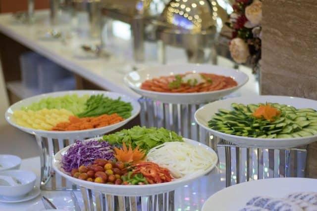 Nhà hàng phục vụ những món ăn Á - Âu làm hài lòng du khách (Ảnh ST)
