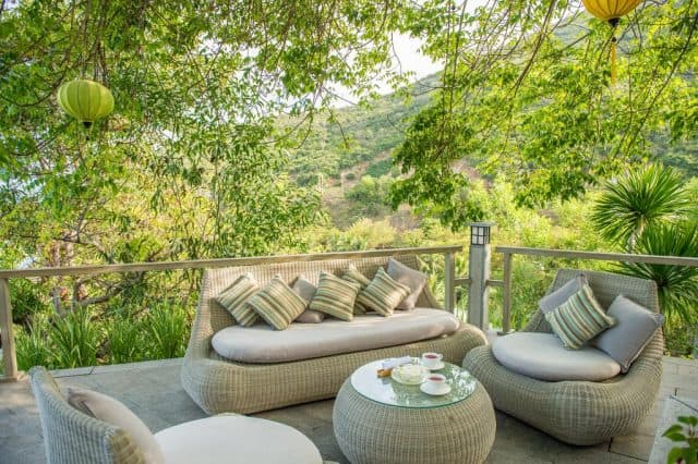 Một trong những khách sạn 5 sao Nha Trang đặc biệt có view đồi núi xanh mướt (Ảnh ST)
