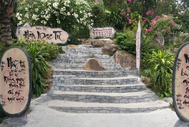 Những cảnh đẹp tuyệt vời nơi mộ Hàn Mặc Tử (Ảnh ST)