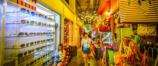 Khu chợ buôn bán rất nhiều mặt hàng đa dạng (Ảnh ST)