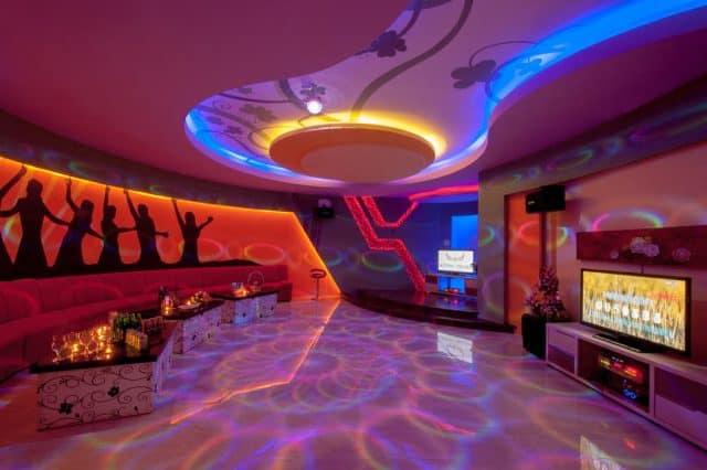 Phòng karaoke cho du khách vui chơi giải trí (Ảnh ST)