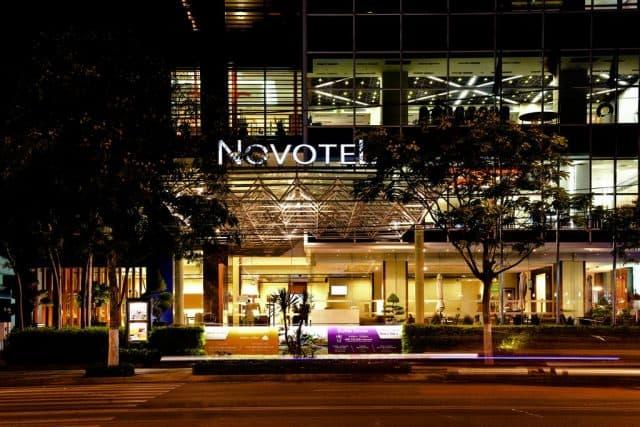 Khách sạn gồm 154 phòng theo tiêu chuẩn 4 sao quốc tế, có tầm nhìn biển, wi-fi miễn phí và ban công đảm bảo sự riêng tư. (Ảnh ST)