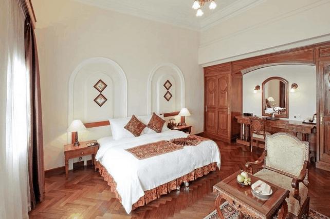 Phòng nghỉ khách sạn có lối thiết kế kiểu Pháp cổ kính