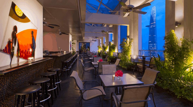 Quán bar tại khách sạn Sheraton SaiGon có lối thiết kế lãng mạng