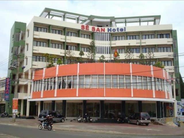 Khách sạn Sê San tọa lạc tại ngã tư trung tâm thành phố với 50 phòng nghỉ đầy đủ tiện nghi và miễn phí kết nối internet cáp quang tốc độ cao (Ảnh ST)