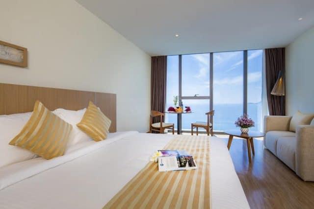 Phòng ngủ có view nhìn ra biển thoáng đãng (Ảnh ST)