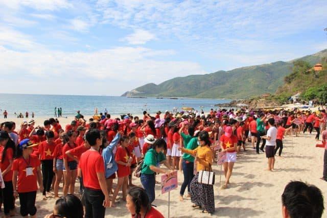 Tổ chức teambuilding trên bãi biển (Ảnh ST)