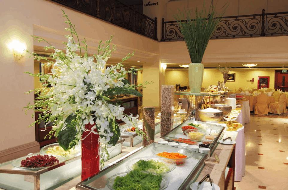 Thưởng thức những món ăn ngon tại nhà hàng khách sạn Grand