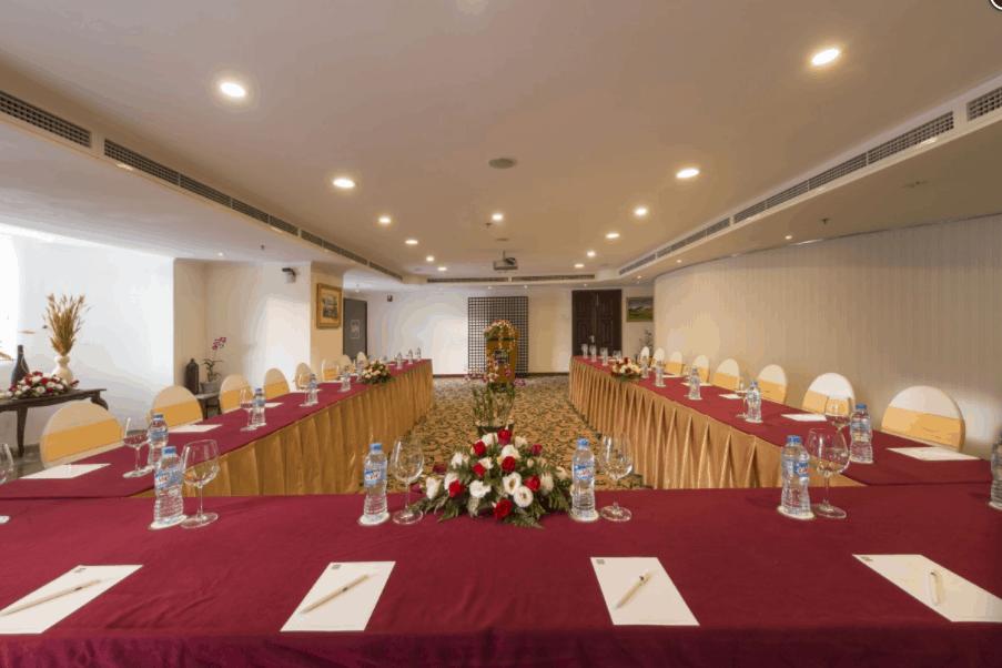 Tổ chức hội nghị tại khách sạn Grand