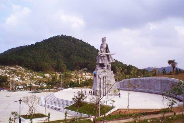 Nét đặc trưng của Núi Ngự Bình (Ảnh: ST)
