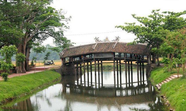 Khung cảnh làng quê thanh bình tại cầu ngói (Ảnh ST)