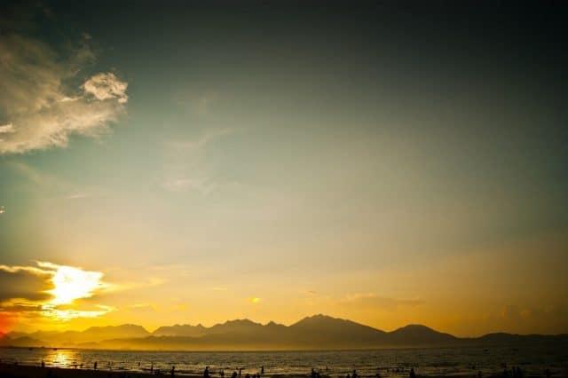 Cảnh chiều tà trên bãi biển thơ mộng (Ảnh ST)