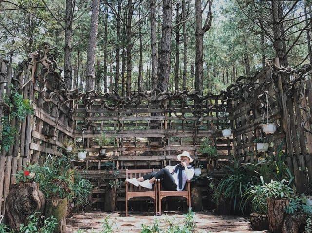 Ngoài khung cảnh sẵn có của tự nhiên, Secret Garden còn xây dựng những góc sống ảo làm bằng gỗ, hay cỏ cây. (Ảnh: ST)