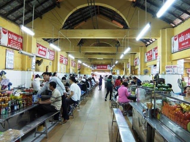 Khu ăn uống rộng rãi, sạch sẽ tại chợ Cồn (Ảnh ST)