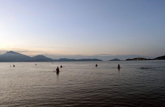 Buổi chiều là thời điểm lý tưởng cho những hoạt động vui chơi trên biển (Ảnh ST)