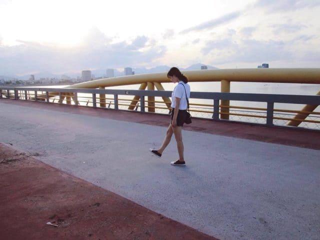 Hãy tận hưởng những giờ phút bình yên tại cây cầu nổi tiếng này (Ảnh ST)
