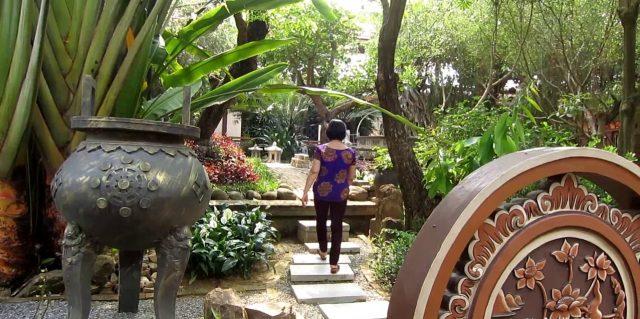 Khu vườn chùa được bao phủ bởi rất nhiều cây xanh (Ảnh ST)