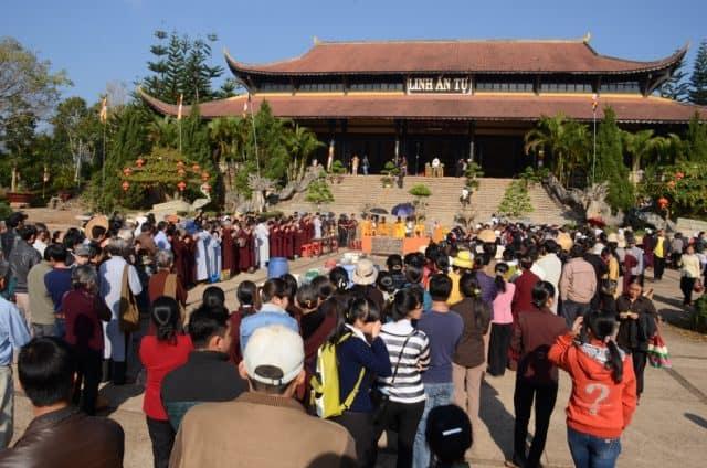 Lễ Thượng Nguyên diễn ra hàng năm tại Linh Ẩn Tự (Ảnh ST)