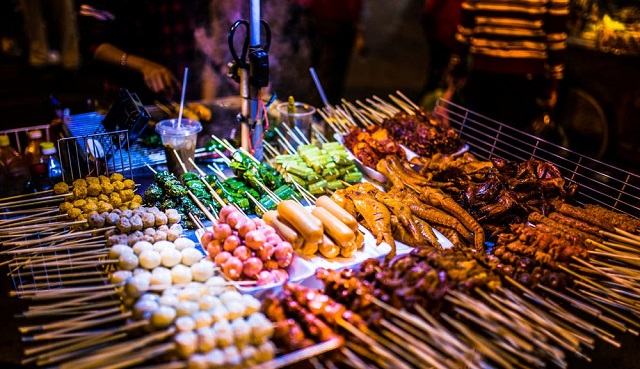 Near Lam Vien Square, there are countless delicious restaurants for you to enjoy