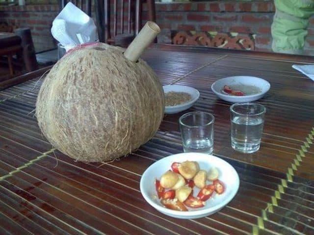 Rượu dừa thơm mát, ngọt dịu ở khu du lịch ( Ảnh: ST)