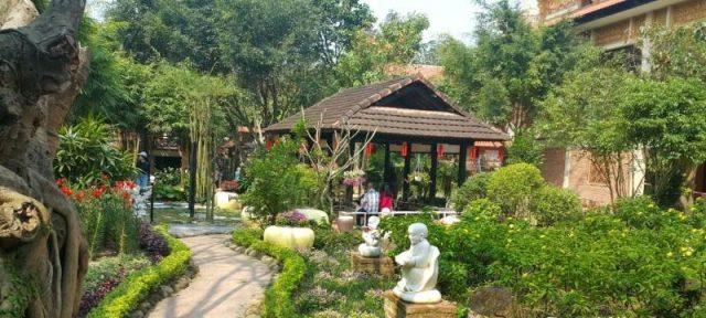 Khuôn viên trong chùa được xây dựng rất đẹp (Ảnh ST)