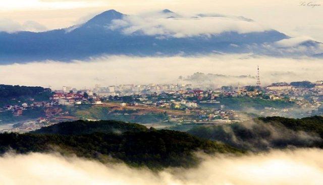 Da Lat was flickering under the mist of hazy clouds (Photo: ST)