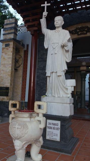 tượng cha Trương Bửu Diệp