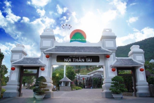 Khu du lịch núi Thần Tài - một địa điểm hấp dẫn du khách (Ảnh: ST)