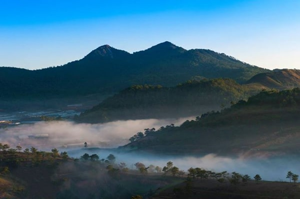 The ideal cloudy paradise of Thien Phuc Duc hill.  (Photo: ST)