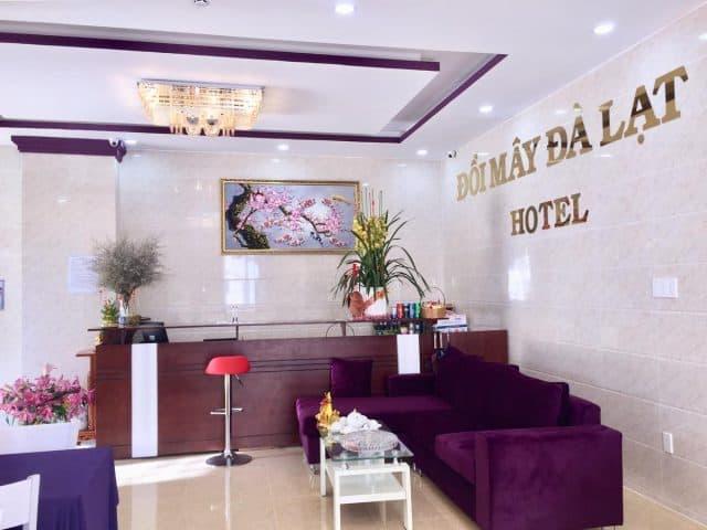 Sảnh tầng 1 nơi tiếp khách hàng của khách sạn (Ảnh ST)