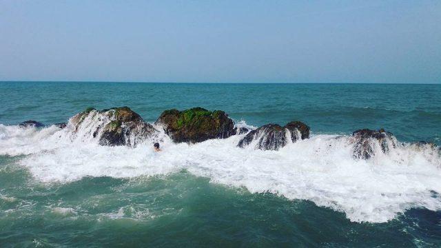 Khám phá bãi biển gần Huế (Ảnh: ST)