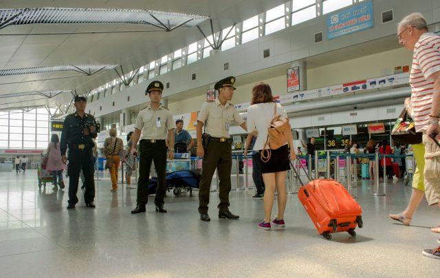 Nhân viên an ninh trong sân bay (Ảnh ST)