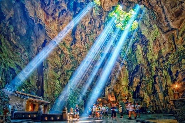 """Kỳ ảo"""" động Huyền Không giữa dãy núi thiêng Ngũ Hành Sơn Đà Nẵng"""