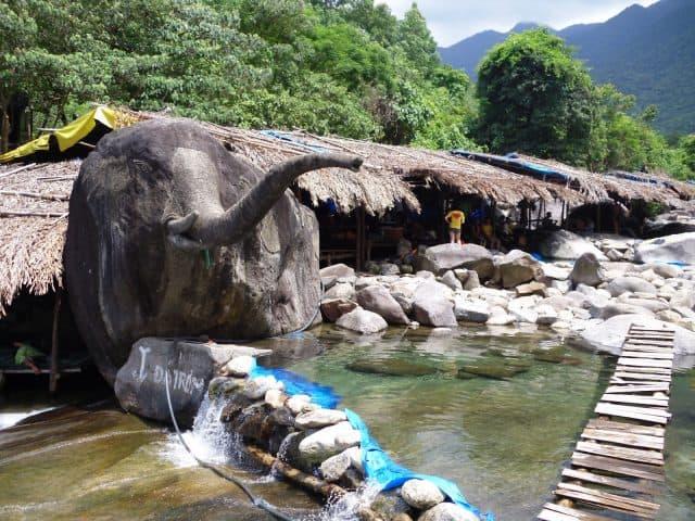 Đá hình voi độc đáo ở xứ Huế (Ảnh: ST)