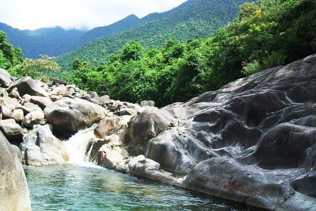 Vẻ đẹp hùng vĩ của núi rừng thiên nhiên (Ảnh: ST)