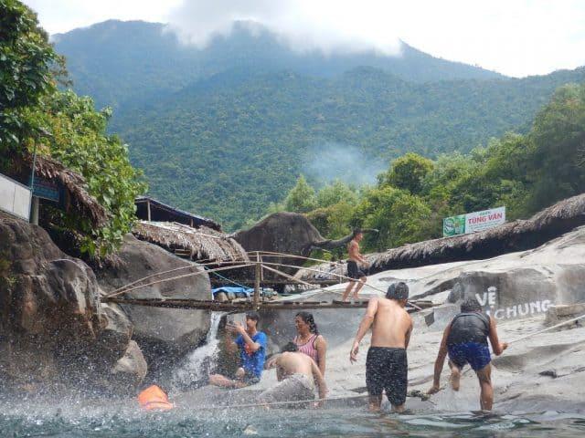 Thiên đường dã ngoại vào mà hè ở Suối Voi Huế (Ảnh: ST)