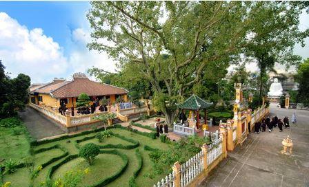 toàn cảnh chùa Gíac Lâm