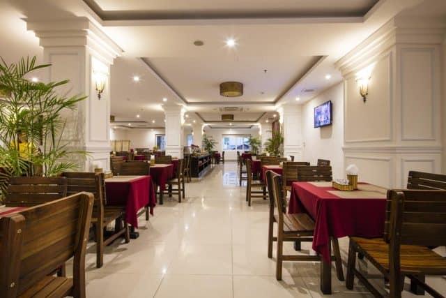 Nhà hàng được tích hợp trong Edele Hotel (Ảnh ST)