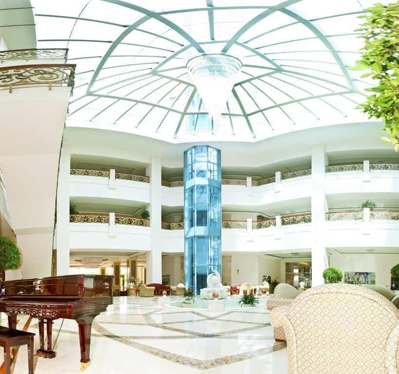 Không thể ngờ ngay sân bay Tân Sơn Nhất lại có một khách sạn đẹp sang chảnh nao lòng thế này!